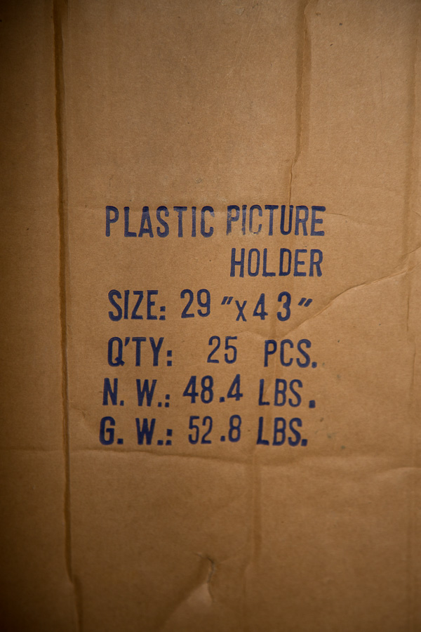 Description of product on the shipping box